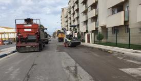 Una imagen de archivo de una obra de asfaltado en La Línea. Foto: lalínea.es