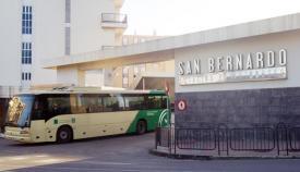 Un autobús saliendo de la estación de Algeciras