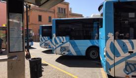 Varios autobuses del servicio de transporte urbano de La Línea. Foto: lalínea.es