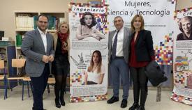 Las autoridades, en su visita a la exposición de Castellar