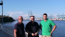 Los representantes de AxSí, en el paseo de La Cornisa