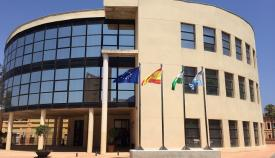 Imagen de la fachada principal del Ayuntamiento de La Línea