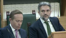 Azopardi (derecha) ya en el Parlamento de Gibraltar