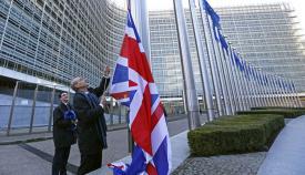 La bandera de Gran Bretaña en la sede de la Unión Europea