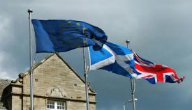 banderas escocia gran bretaña y unión europea