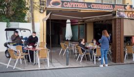 Una terraza de una cafetería de La Línea. Foto: Sergio Rodríguez