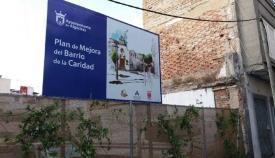 Un cartel en el barrio de La Caridad. Foto A.A.