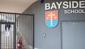 Entrada al Bayside School. Foto Sergio Rodríguez