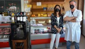 La concejal de Comercio, Belén Jiménez, durante su visita. Foto: sanroque.es