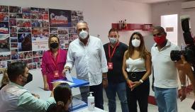Juan Carlos Ruiz Boix, junto a algunos compañeros. Foto: NG