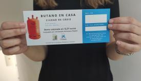 Márgenes y Vínculos reparte botellas de butano a 185 familias de Algeciras