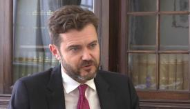El parlamentario Damon Bossino