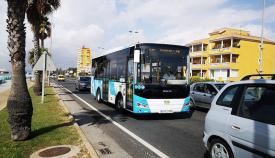 Uno de los autobuses del servicio del transporte público en La Línea