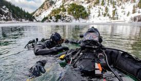 Especialistas de la US Navy, durante los ejercicios en los Pirineos. Foto US Navy / Katie Cox.