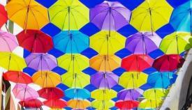 Los paraguas de la Calle José Cadalso de La Línea. Foto. NG
