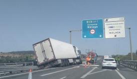 Largas horas de retenciones por un accidente cerca de Torreguadiaro