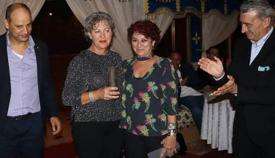 Carmen González, en el centro, junto a Javier Martínez (derecha), presidente de la APCG, Marisa Searle y Mustapha Labbassi, presidente de la AMP. Foto LR