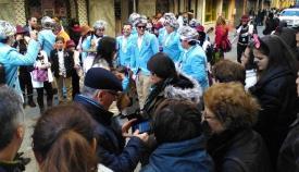 Una agrupación de carnaval en una calle de La Línea. Foto: lalínea.es