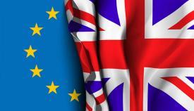 Banderas de la Unión Europea y Reino Unido