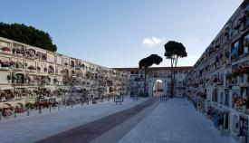El patio central del Cementerio de La Línea. Foto: NG
