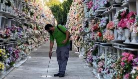 El Ayuntamiento fumiga y desinfecta los cementerios de Algeciras