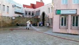 El Ayuntamiento desinfecta los accesos a los centros de salud de Algeciras