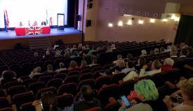 Numerosos británicos acudieron a la charla organizada por el Consulado