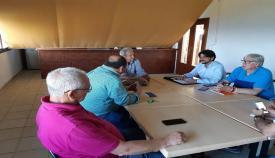 Representantes de Ciudadanos durante la reunión con los vecinos