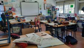 Un aula vacía de alumnos de un colegio linense. Foto: lalínea.es