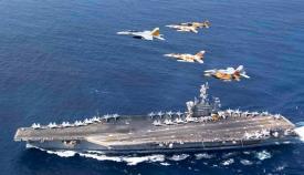 Aviones norteamericanos y marroquíes sobrevuelan el 'USS Dwight D. Eisenhower' la semana pasada. Foto US Navy