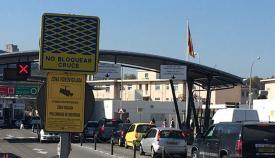 colas de entrada en la verja de Gibraltar