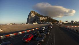 Imagen de archivo de coches saliendo de Gibraltar