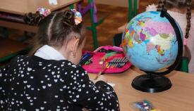 Una niña linense, en un colegio de la ciudad