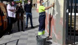 Continúan las labores de mantenimiento en el CEIP Puerta del Mar