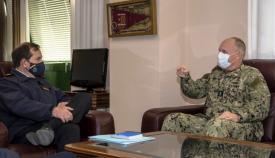 El vicealmirante Gene Black y el almirante Martorell Lacave, durante su encuentro en la base de Rota. Foto US Navy/ Jacob Owen