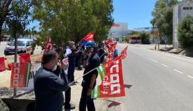 Los trabajores de EXO Petrol, concentrados ante la Refinería de Cepsa