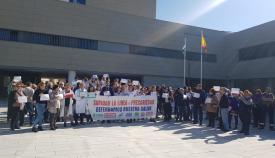 Una imagen de la concentración de esta mañana en el Hospital de La Línea