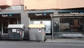 Varios contenedores de basura, en pleno centro de La Línea