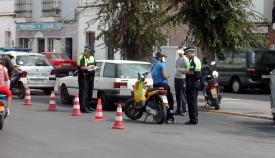 Agentes de la Policía Local en un control de tráfico