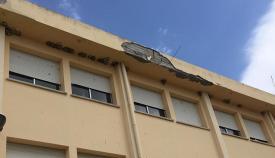 Imagen de la cornisa del colegio de Puente Mayorga