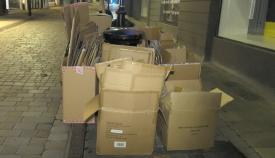 Cajas de cartón en una calle de Gibraltar