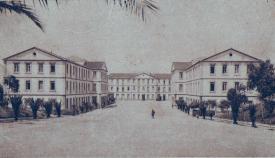 Patio del cuartel de San Roque, sede del Regimiento Pavía. Postal de 1932. Archivo de Pérez Gijón