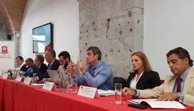 Mesa de ponentes en los cursos de verano de la Universidad de Cádiz en Gibraltar