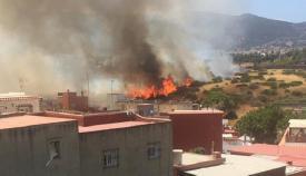 Un incendio de rastrojos calcina 30.000 metros cuadrados de un solar en Algeciras