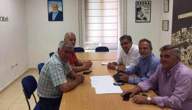 Reunión presidida por Salvador de la Encina y Francisco Mena