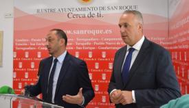 El delegado del Gobierno junto al alcalde de San Roque, Juan Carlos Ruiz Boix