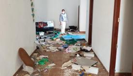 Aspecto de los desperfectos causados por los actos vandálicos