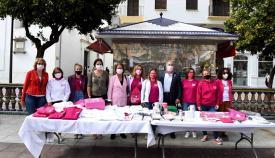 El alcalde de Algeciras apoya la lucha contra el Cáncer de Mama