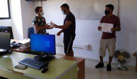 Entrega de diplomas tras el curso impartido. Foto NG