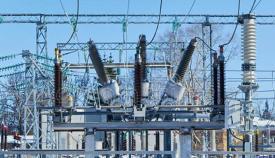 Disyuntores de alta potencia en una estación eléctrica